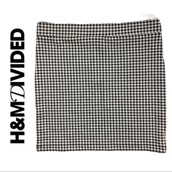 💋2/$30💋 Divided H&M Black White Check Mini Skirt